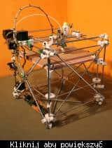 Jeden z pierwszych projektów działającej niekomercyjnej drukarki 3D