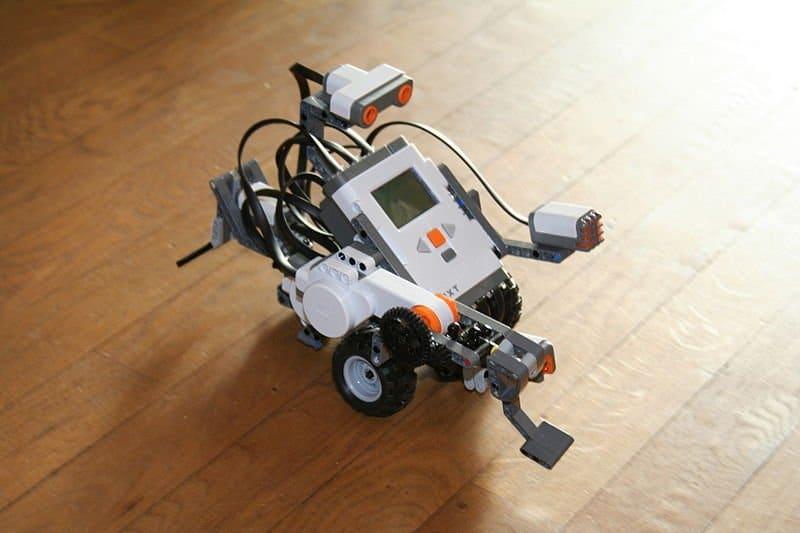 Przykładowy robot zbudowany z jednego zestawu Lego NXT